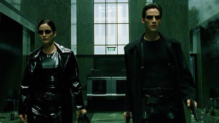 Ator viverá Neo mais de 15 anos depois; Carrie-Anne Moss deve voltar no papel de Trinity e Lana Wachowski será diretora - Foto: Divulgação | Warner