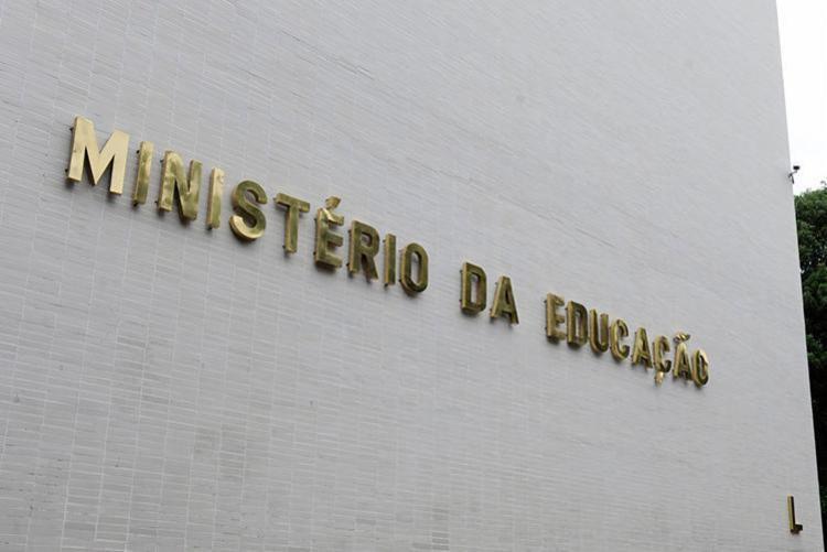Hoje só as públicas federais, com curso de mesmo nível e área equivalente, têm competência legal - Foto: Marcos Oliveira | Agência Senado