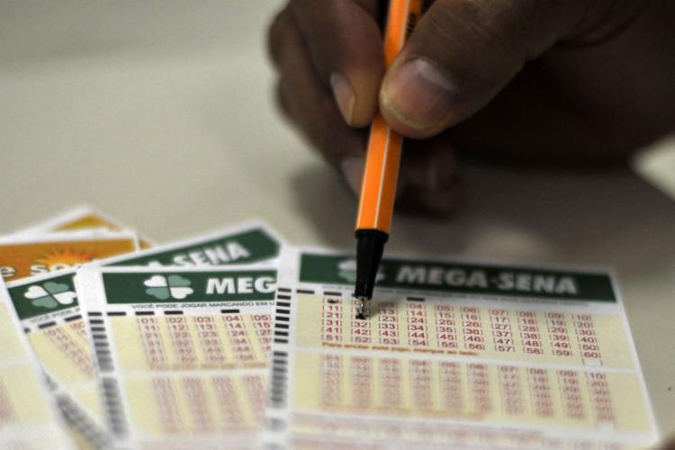 As dezenas sorteadas foram: 10 - 12 - 16 - 21 - 28 - 38 - Foto: Marcello Casal Jr.I Agência Brasil