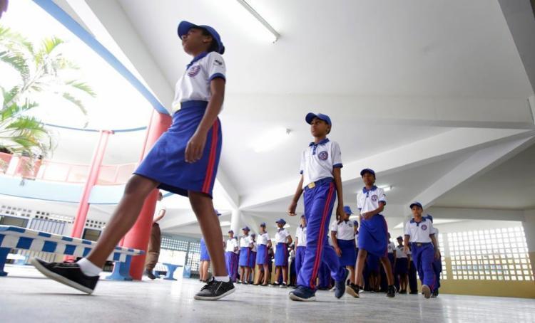 A escola Professora Altair da Costa Lima, em Dias D'Ávila, foi uma das primeiras a adotar a gestão compartilhada com a Polícia Militar - Foto: Joá Souza / Ag. A TARDE