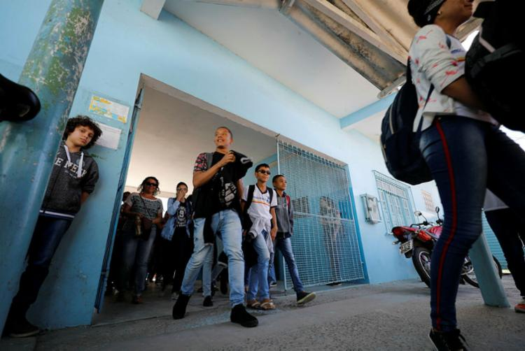Maior unidade de ensino municipal, Escola Municipal Luís Eduardo Maron de Magalhães é alvo de cobiça