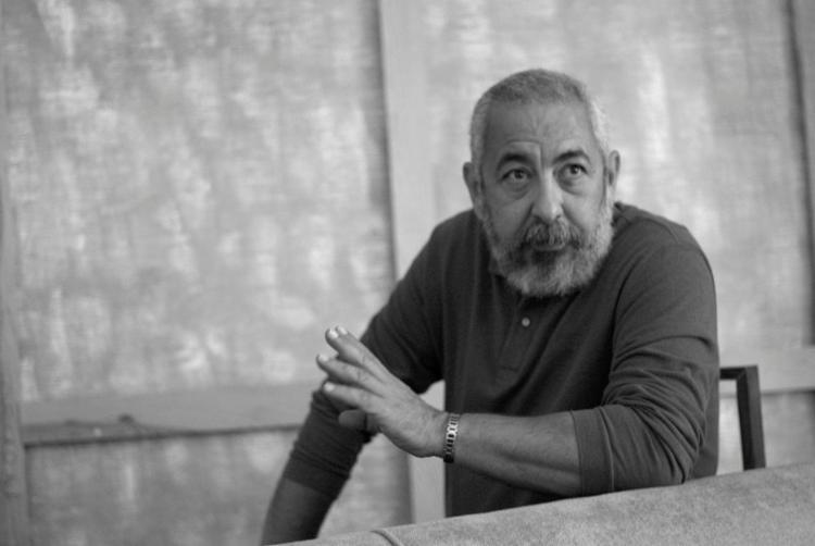 O escritor cubano Leonardo Padura participa hoje do Fronteiras do Pensamento para falar sobre o sentimento de pertencimento e o sentido da vida - Foto: Itziar Guzmán / Divulgação