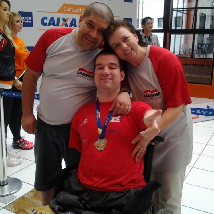 Bruno driblou todas as adversidades e conseguiu a vaga na seleção brasileira de natação paralímpica - Foto: Divulgação | Prefeitura de Atalanta
