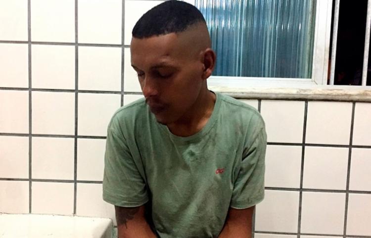 Os policiais encontraram com Venícius Cardoso da Conceição quatro porções de maconha - Foto: Reprodução | Liberdade News