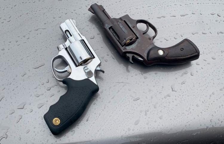Suspeitos foram encontrados com revólveres calibres 38, munições e pinos de cocaína - Foto: Divulgação | SSP