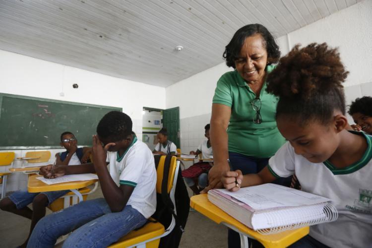 Professora de português Teresinha atua na zona rural - Foto: Rafael Martins l Ag. A TARDE
