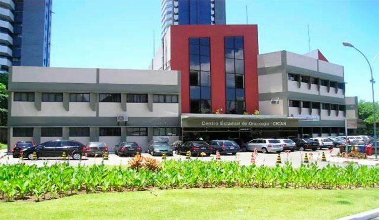 Ação levará oficinas gratuitas de auto maquiagem para mulheres em tratamento oncológico - Foto: Divulgação | Sesab