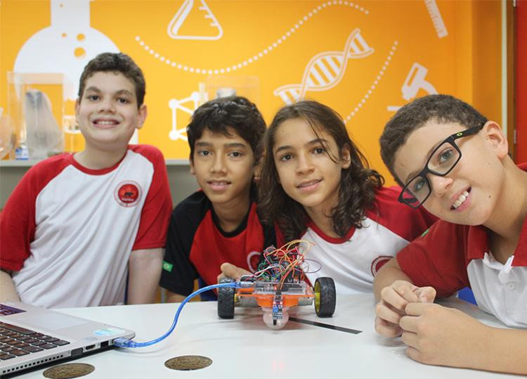 Estudantes construíram e programaram robô para participar da olimpíada - Foto: Divulgação