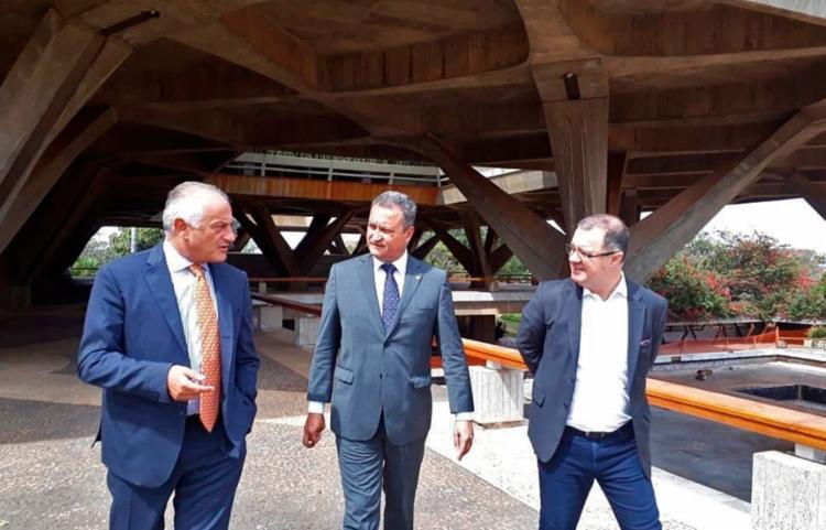O governador se encontrou com Yang Wanming nesta segunda-feira, 5, em Brasília - Foto: Reprodução   Instagram
