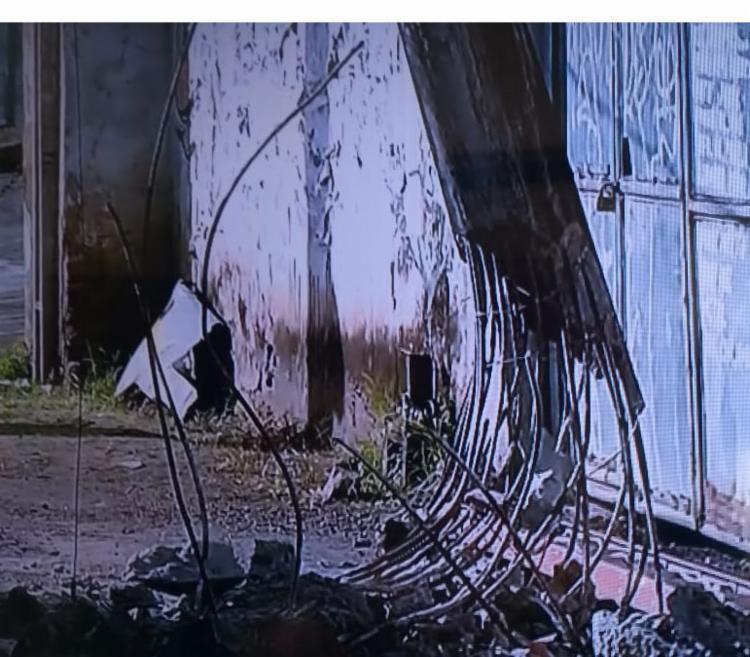 Equipamento ficou danificado após colisão - Foto: Reprodução | TV Record