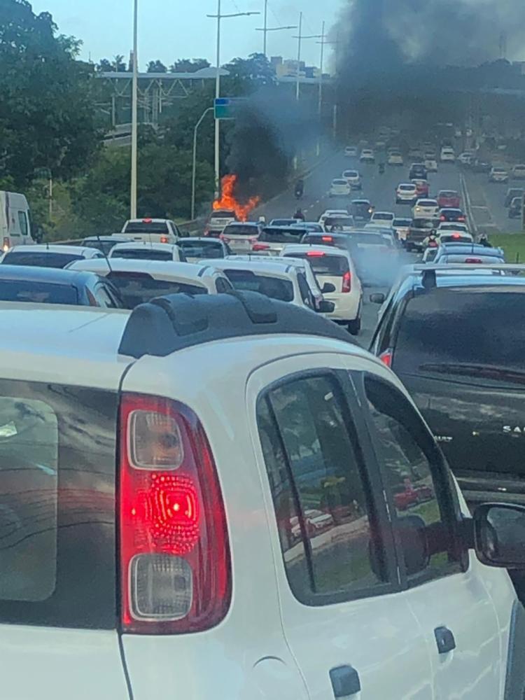 Ainda não há informações sobre os ocupantes do veículo - Foto: Foto: Cidadão Repórter via WhatsApp