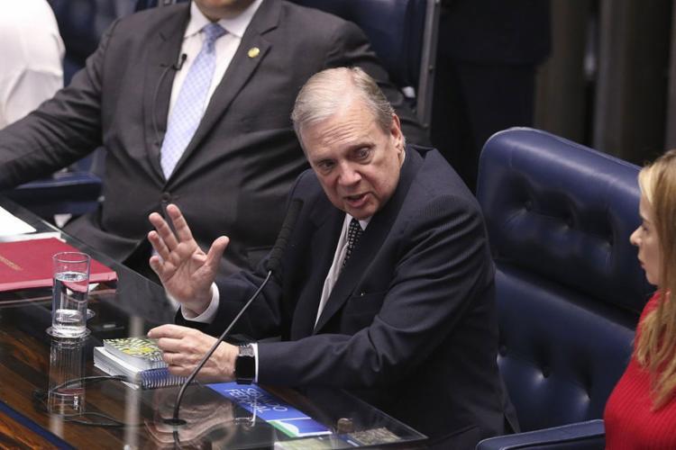 Ao receber reforma, o relator defendeu que senadores não mexam no texto - Foto: Valter Campanato l Agência Brasil