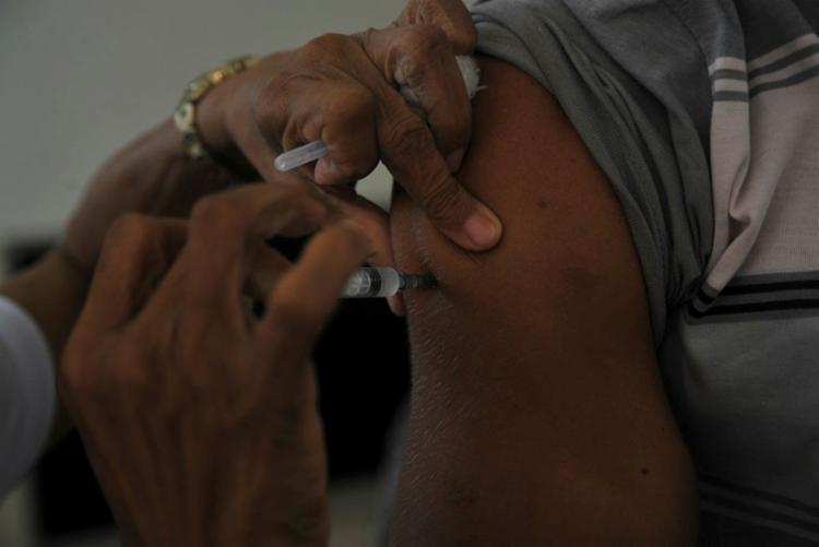 Quem já tomou a vacina não precisa repetir - Foto: Felipe Iruatã   Ag. A TARDE
