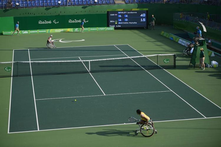 O tênis em cadeira de rodas é dividido em duas classes: open e quad - Foto: Fernando Frazão l Agência Brasil