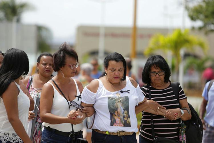 Mãe de vítima conta com apoio de familiares e amigos