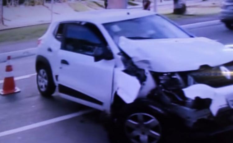 De acordo com a Transalvador, duas pessoas ficaram feridas - Foto: Reprodução | TV Record