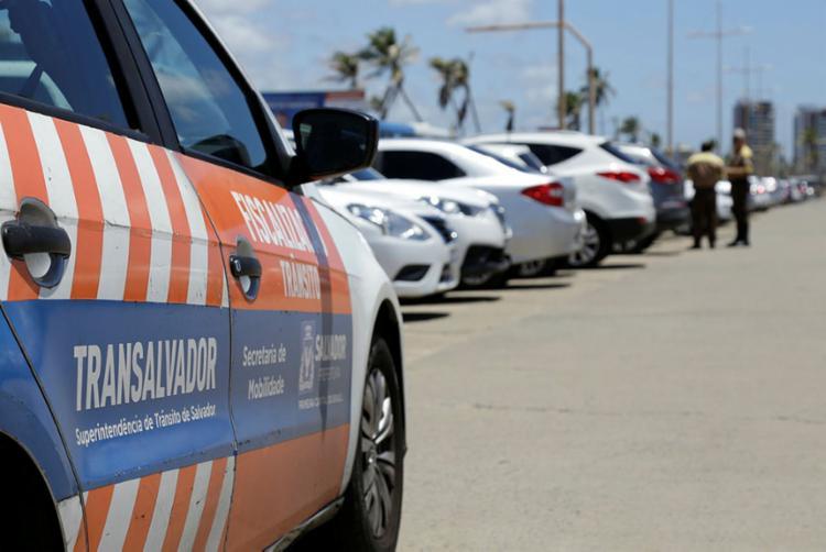 A multa para quem transitar em local e horário não permitido pela regulamentação é de R$ 130,16 - Foto: Gilberto Junior   Ag. A TARDE