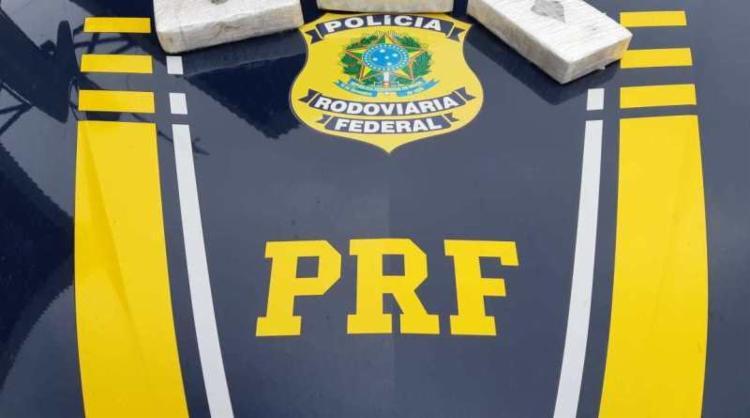 Entorpecentes estavam divididos em três pacotes - Foto: Divulgação | PRF