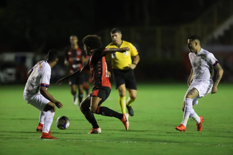 Rubro-negro superou o Paraná por 2 a 0 no Barradão - Foto: Uendel Galter | Ag. A TARDE