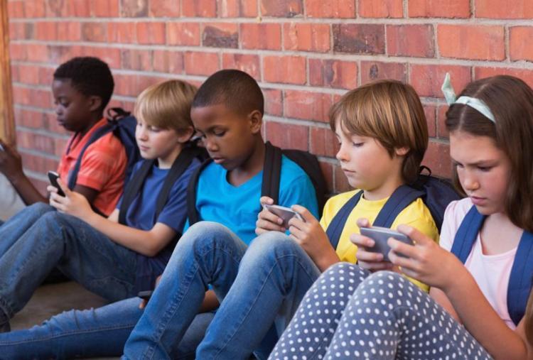 Geração Alpha: a população 100% nativa digital