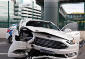 Carro colide em mureta na região da rodoviária | Uendel Galter | Ag. A TARDE