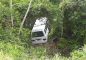 Van lotada cai em ribanceira em Conceição do Almeida | Reprodução | Blog do Valente