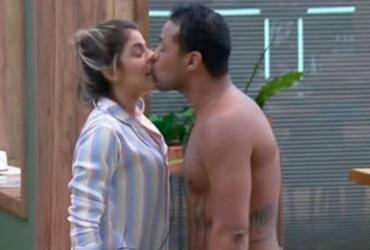 Público de 'A Fazenda' pede expulsão de Phellipe após beijo sem permissão em Hariany |