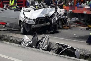 Homem fica ferido após acidente entre carro e carretas na BR-116 | Arquivo Pessoal