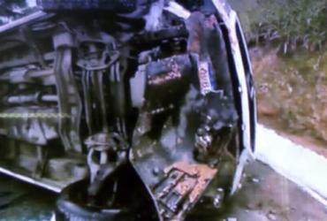 Motorista fica ferido após van capotar próximo à BR-324   Reprodução   TV Record Bahia