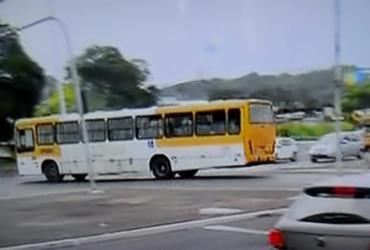 Motociclista morre e policiais ficam feridos após acidente na avenida Barros Reis   Reprodução   TV Bahia