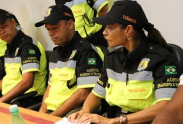 Agentes de trânsito de Lauro de Freitas adotam novo fardamento