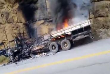 Motorista joga caminhão contra paredão após falha nos freios | Reprodução | Brumado Urgente