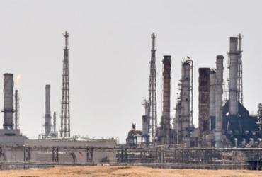 Após ataques à instalações na Arábia Saudita, preços do petróleo disparam   Fayez Nunderline   AFP