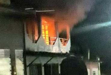 Homem esfaqueia companheira e ateia fogo na casa em Gandu | Reprodução | Sul Bahia 1