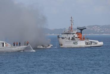 Lancha pega fogo na Baía de Todos os Santos | Uendel Galter