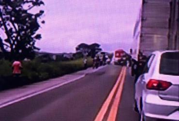 Duas pessoas ficam gravemente feridas após acidente na BR-101   Reprodução   Rede Bahia