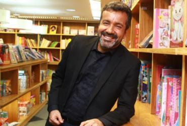 Praia do Forte é tema de livro lançado por Achel Tinoco | Divulgação