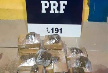 Cerca de 7 kg de maconha são apreendidos em carro na BR-242 | Divulgação | PRF
