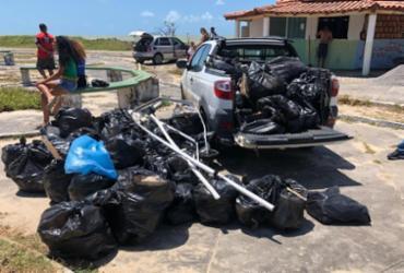 Ação retira 57 sacos de lixo de dos municípios de Caravelas e Alcobaça |