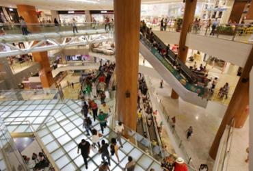 Homens armados invadem o Salvador Shopping e assustam clientes | Adilton Venegeroles | Ag. A TARDE