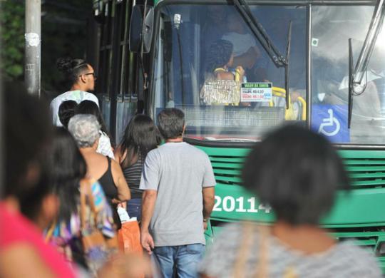 Ônibus voltam a circular na Vila Verde nesta terça | Felipe Iruatã | Ag. A TARDE