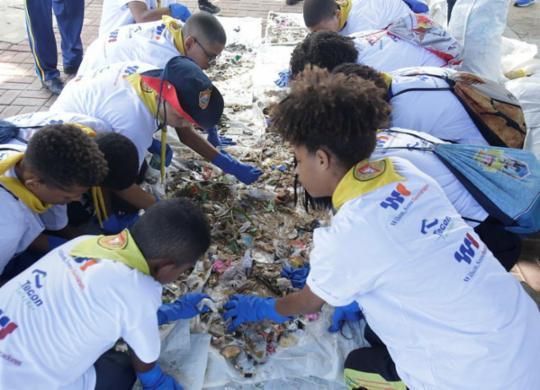 Centenas de voluntários participam do Dia Mundial da Limpeza em Salvador | Luciano da Matta | Ag. A TARDE