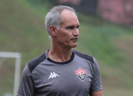 Após mais um derrota, Carlos Amadeu não é mais treinador do Vitória | Letícia Martins | EC Vitória