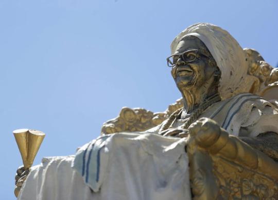 Monumento dedicado à Mãe Stella é alvo de vandalismo | Raphael Müller | Ag. A TARDE