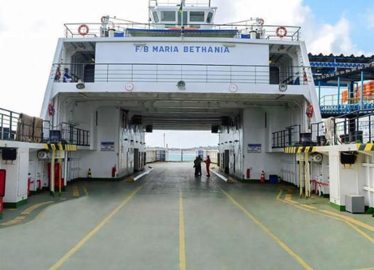 Homem morre após pular no mar durante saída de ferry do Terminal São Joaquim   Divulgação l Internacional Marítima