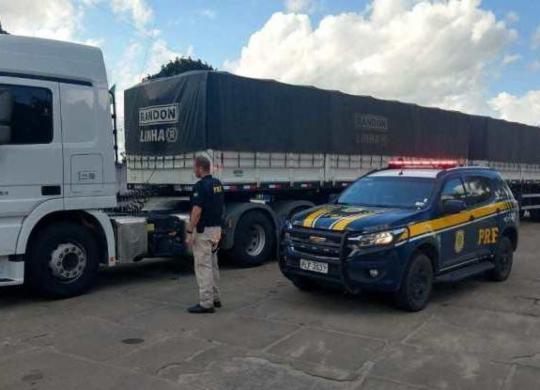 Carreta com 48 toneladas de gesso é apreendida em Teixeira de Freitas | Divulgação | PRF