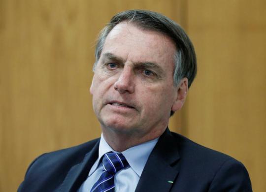 Bolsonaro diz que sancionará projeto que amplia posse de arma no campo | Isac Nóbrega | PR