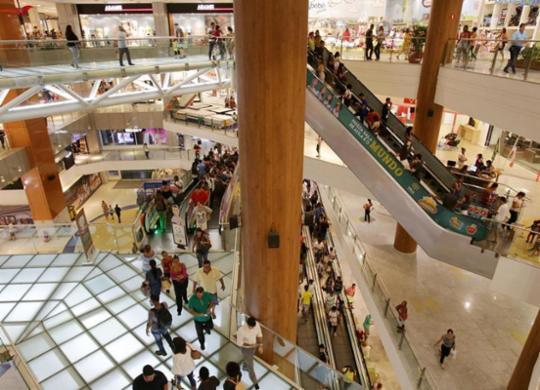 Homens armados invadem shopping da capital baiana e assustam clientes | Adilton Venegeroles | Ag. A TARDE
