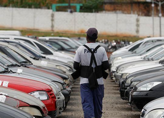 Leilão da Transalvador reúne mais de mil lotes de veículos   Raul Spinassé   Ag A TARDE