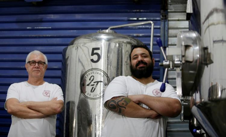 Osvaldo Dalben e Bernardo Lepkison, sócios da cervejaria 2 de Julho: rótulos em 40 estabelecimentos